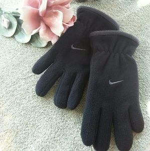 NWOT Nike (youth) fleece black gloves
